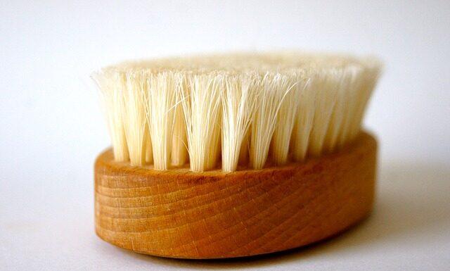 Szczotka do masażu na sucho, fot. Pixabay.com