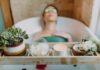 Puder czy sól do kąpieli? Fot. Pexels.com