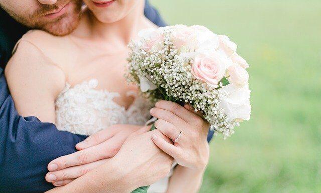 Bukiet ślubny zwykle kupuje pan młody, fot. Pixabay.com